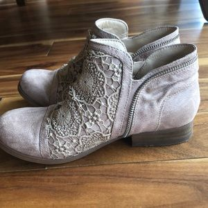 Adorable ankle boot
